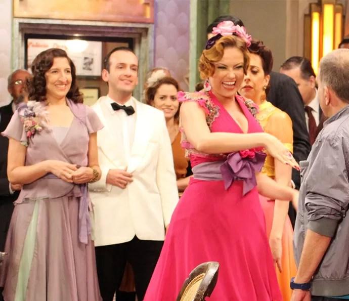 Leonora se apresenta ao diretor de Êta Mundo Bom!, Jorge Fernando (Foto: Karen Fideles/Gshow)