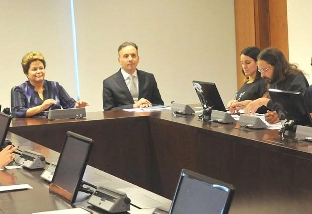 Dilma Rousseff recebeu membros do MPL, incluindo Mayara Vivian, na segunda-feira (24) (Foto: Renato Costa/Estadão Conteúdo)