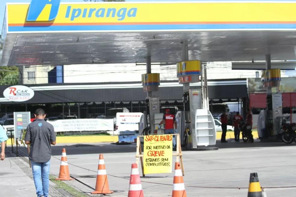 Vários postos de gasolina fecharam no Grande Recife por falta de combustível para comercializar (Foto: Marlon Costa/Pernambuco Press)