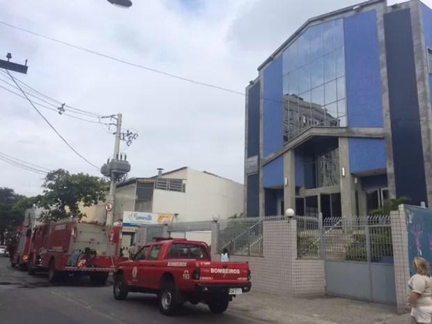 Incêndio atingiu igreja no Méier (Foto: Cristina Boeckel/G1)