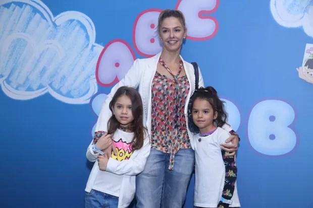 Bianca Rinaldi e suas filhas gêmeas, Sofia e Beatriz (Foto: Anderson Borde/AgNews)