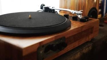 TT8 é um toca-disco retrô que reproduz vinil e streaming (Foto: Reprodução/Kickstarter)