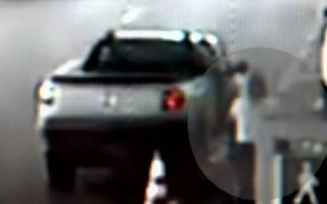 Lilian de Oliveira entrou em uma pick-up no Aeroporto de Goiânia e desapareceu, Goiás — Foto: Reprodução/TV Anhanguera