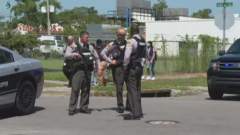 Alunos são retirados de colégio dos EUA por conta de tiroteio em 30 de agosto de 2021 — Foto: Reprodução/NBC