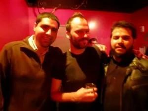 Foto tirada na viagem. Roberto Russo, a esquerda, Nigel Godrich, produtor da banda Radiohead no meio, e Ian Fonseca, a esquerda. (Foto: Arquivo pessoal)