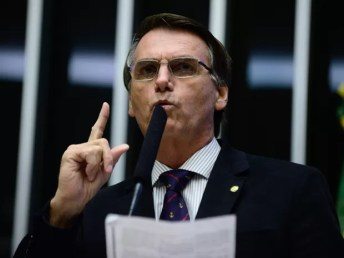 16/04 - O deputado Jair Bolsonaro (PSC/RJ) discursa durante sessão de discussão do processo de impeachment da presidente Dilma Rousseff no plenário da Câmara, em Brasília