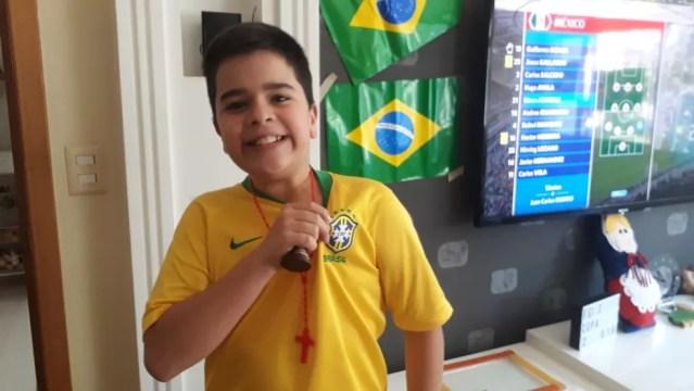 O pequeno Guilherme Pinto Soares, 11 anos, aprendeu a comemorar as pequenas vitórias e acreditar na 'volta por cima' (Foto: Arquivo Pessoal)