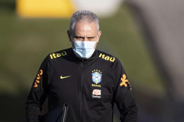 Tite, técnico da seleção brasileira, em treinamento — Foto: Lucas Figueiredo / CBF