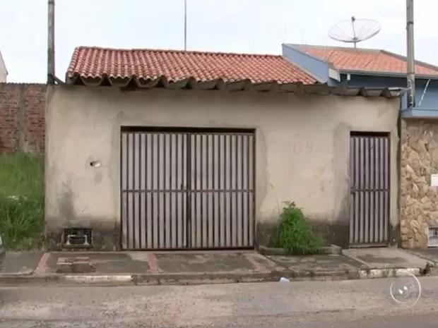 Vigilância de Tatuí fecha clínica que mantinha gatos sem comida e água (Foto: Reprodução/ TV TEM)