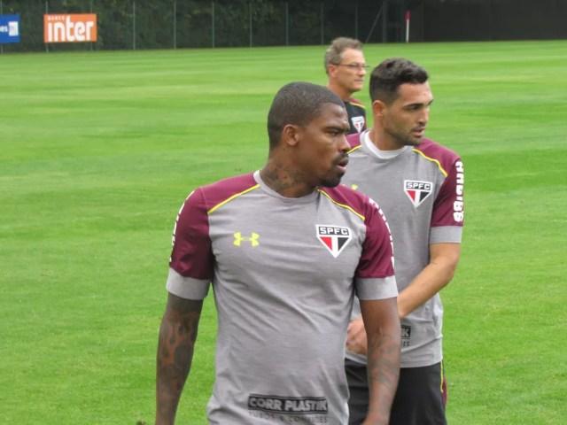 Maicosuel fez o aquecimento com o restante dos jogadores (Foto: Marcelo Prado)