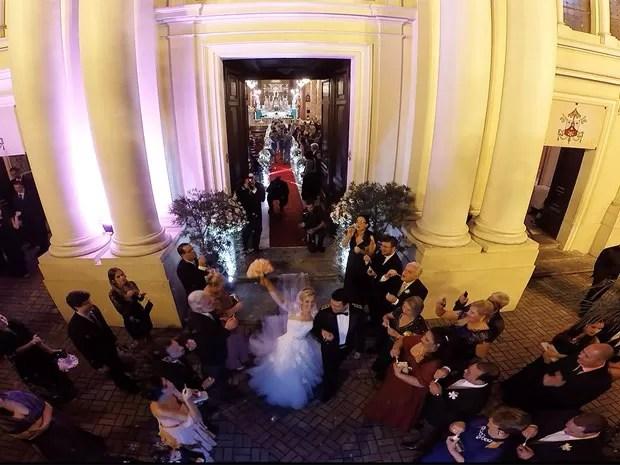 Drone foi usado em um casamento na Igreja  Santa Teresinha do Menino Jesus, Botafogo (Foto: Foto Studio Equipe)