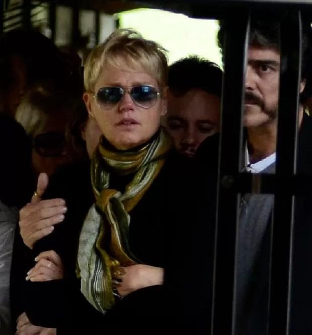 Xuxa e Junno no velório de Cirano Rojabaglia (Foto: Roberto Teixeira / EGO)