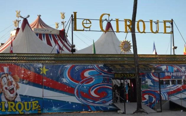 Le Cirque está montado na Avenida Paralela (Foto: Krystine Carneiro/G1)