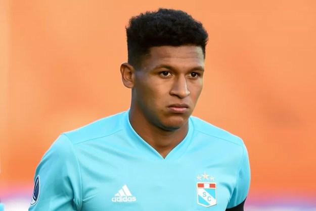 Pacheco é um dos atacantes titulares do Sporting Cristal, do Peru, com apenas 20 anos — Foto: Getty Images