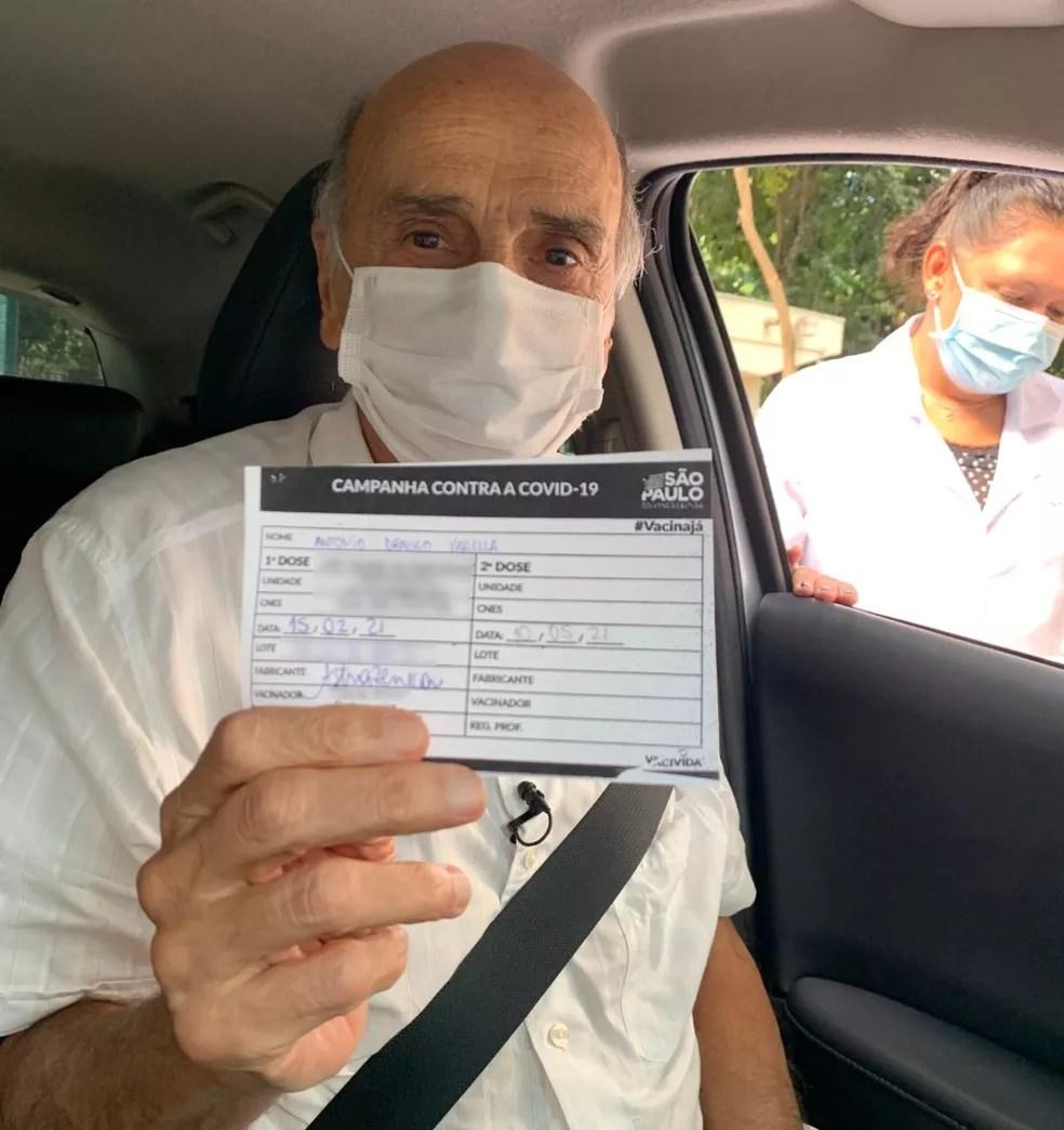 O médico Drauzio Varella exibe o comprovante de vacinação contra a Covid-19 nesta segunda-feira (15) em São Paulo. — Foto: Reprodução/Redes Sociais