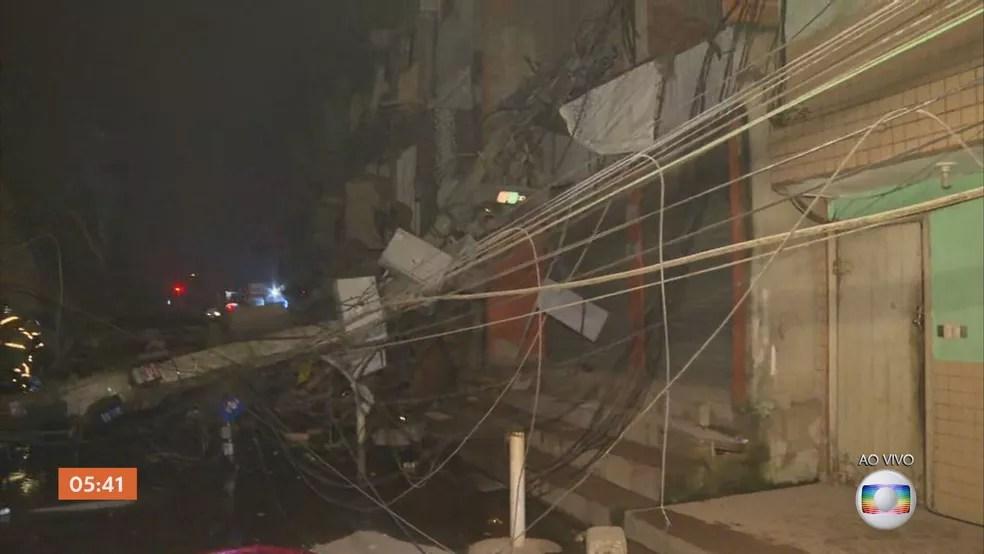 Prédio desabou em Rio das Pedras, na Zona Oeste do Rio, na madrugada desta quinta-feira (3) — Foto: Reprodução / TV Globo