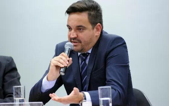 O empresário Taiguara Rodrigues dos Santos,  filho do irmão da primeira mulher de Lula, em depoimento à CPI do BNDES em outubro de 2015 (Foto: Lucio Bernardo Junior / Câmara dos Deputados)