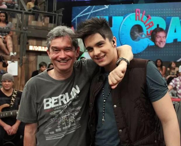 Serginho Groisman recebe o cantor Luan Santana no Altas Horas deste sábado (Foto: TV Globo/Altas Horas)