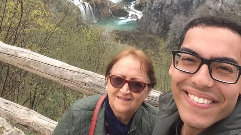 Vera Lúcia e o filho, em viagem à Croácia: 'Leio muito, e a leitura faz a gente ter vontade de conhecer o mundo' — Foto: Arquivo pessoal