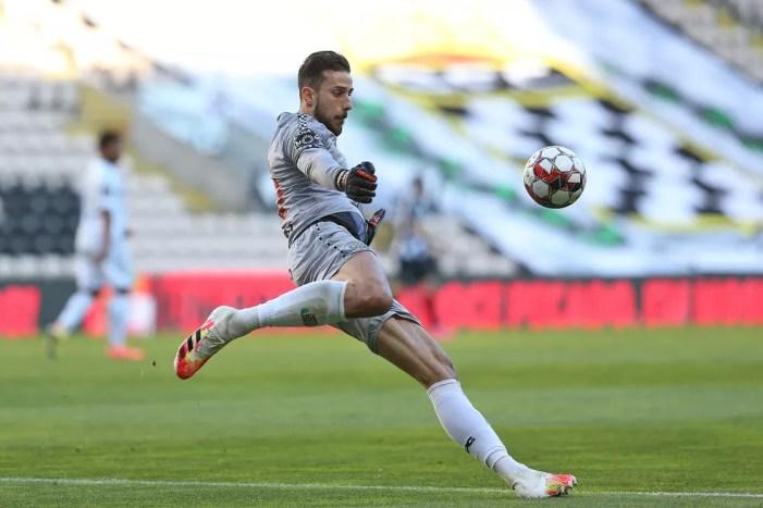 Melhor goleiro do Português, Helton Leite defende Boavista, encara ...