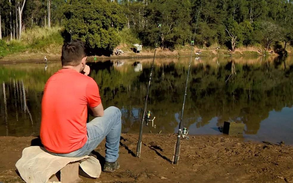 Pescadores devem tomar cuidado com risco para febre maculosa nas margens do Rio Piracicaba, em Americana (Foto: Reprodução/EPTV)