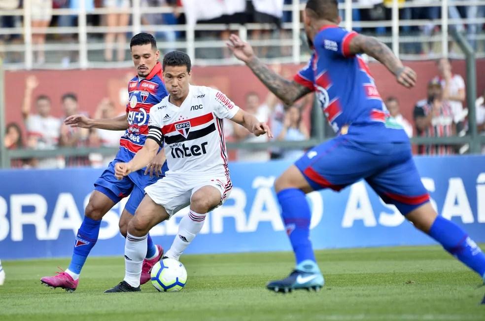 Hernanes foi titular do São Paulo contra o Fortaleza, na última rodada do Brasileiro — Foto: Marcos Ribolli