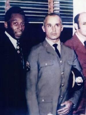 Nico e Pelé, durante homenagem em 1972 (Foto: Arquivo Pessoal)