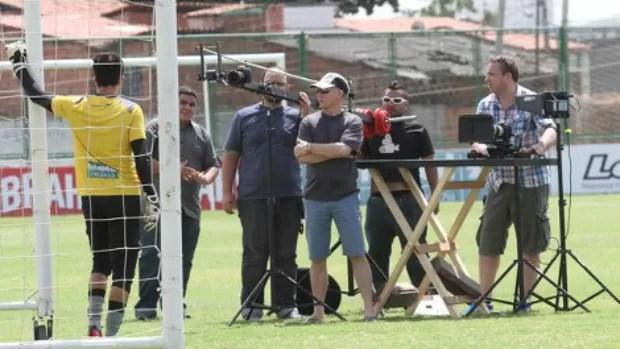 Equipe da BBC grava em Porangabuçu com jogadores do Ceará (Foto: Divulgação/Cearasc.com)