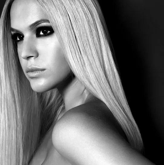 Bruna Marquezine aparece loira em foto (Foto: Instagram / Reprodução)