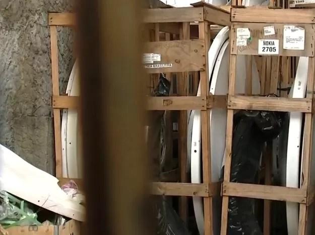 Foram encontrados equipamentos semelhantes aos que foram furtados (Foto: Reprodução/TV Tem)