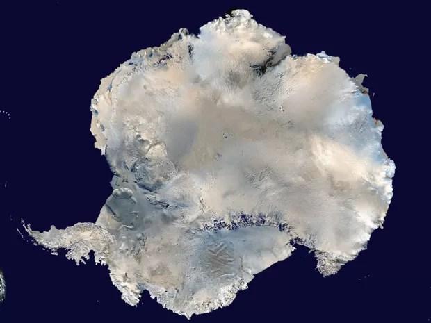 Imagem divulgada pela agência espacial americana mostra o continente antártico. Estudo detectou que a temperatura de - 93º C foi registrada em 2010 (Foto: Nasa/Reuters)