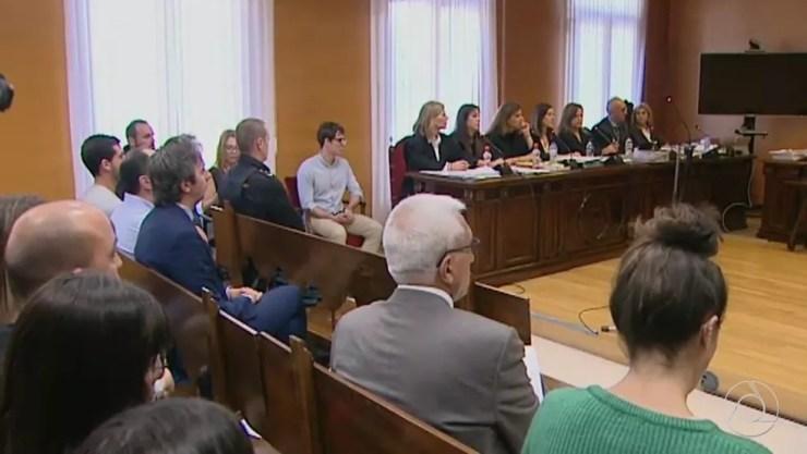 Primeiro dia de julgamento de Patrick Nogueira, acusado de chacina de tios e primos, na Espanha — Foto: Reprodução/TV Cabo Branco