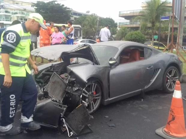 Uma pessoa ficou ferida e foi levada para o Hospital Lourenço Jorge (Foto: Matheus Rodrigues / G1)