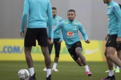 Seleção brasileira faz último treino antes de enfrentar o Paraguai e deve ter retorno de Gabriel Jesus