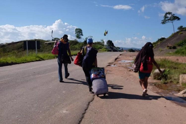 Família venezuelana é expulsa por brasileiros que vivem em Pacaraima, ao Norte de Roraima (Foto: Inaê Brandão/G1 RR)