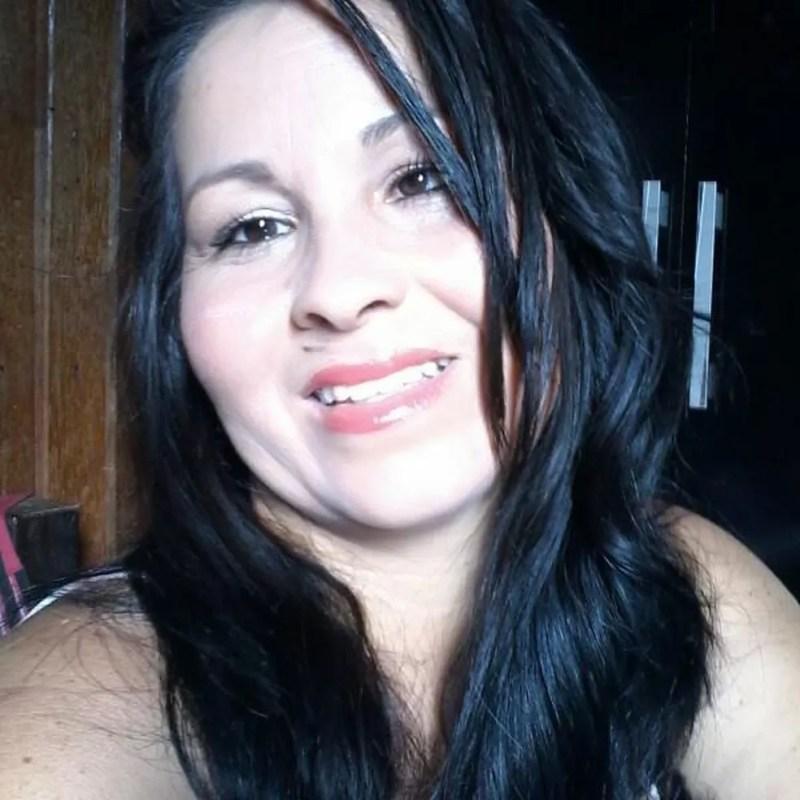 Débora de Oliveira Silva, de 37 anos, foi assassinada na frente de um dos filhos dela em Sorriso — Foto: Facebook/Reprodução