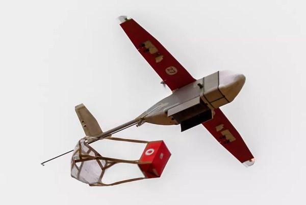 Drone da empresa Zipline usado para entregas na África — Foto: Cyril Ndegeya/AFP