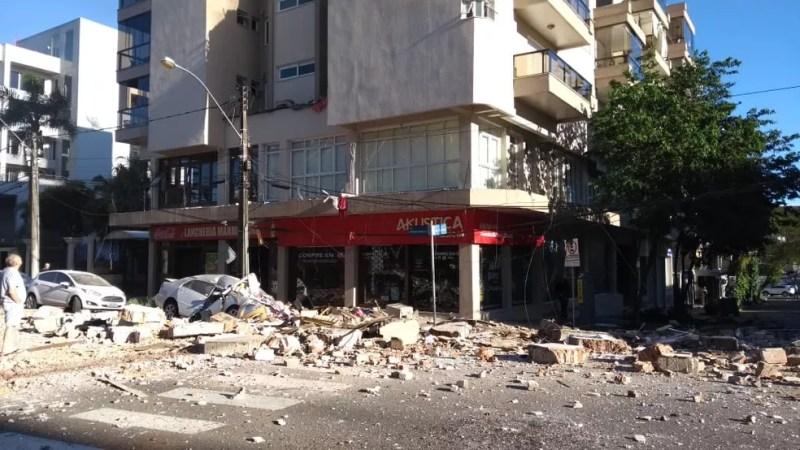 Incêndio atinge prédio de Farroupilha. Bombeiros acreditam que tenha ocorrido uma explosão — Foto: Claudia Soares/arquivo pessoal