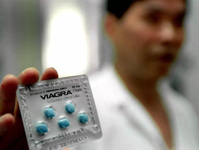 Versão genérica do medicamento foi liberada e preço despencou (Foto: Liu Jin/AFP)