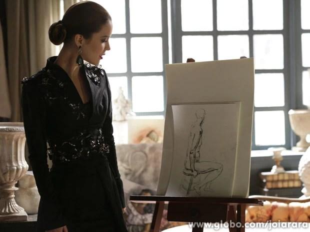 Sílvia fica encantada pelos desenhos de Viktor e incentiva o filho de Ernest (Foto: Fábio Rocha / Tv Globo)