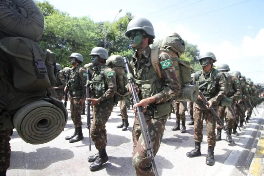 Militares do Exército Brasileiro participam do desfile de 7 de Setembro, na Zona Sul do Recife (Foto: Marlon Costa/Pernambuco Press)