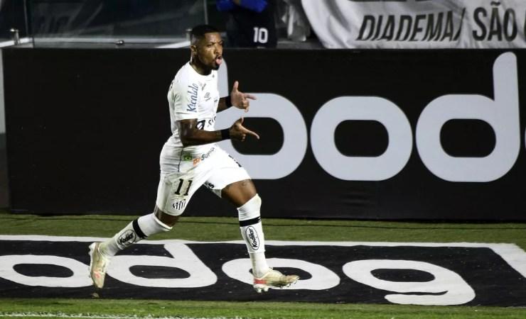 Santos x São Paulo: Marinho comemora o primeiro gol do Peixe — Foto: Marcos Ribolli