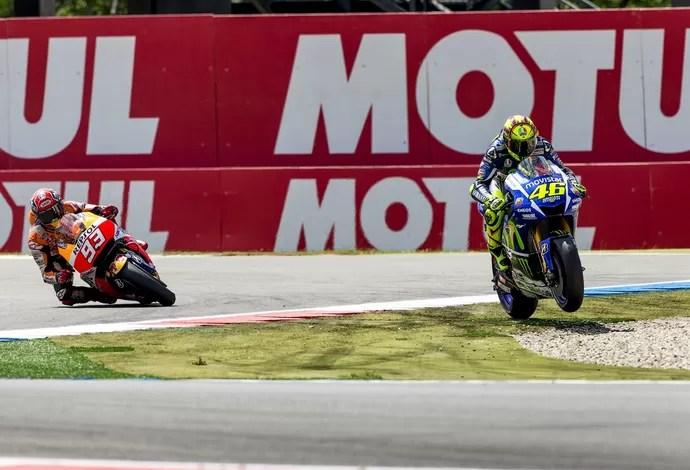 2015-06-27t134104z_12055025_gf10000141167_rtrmadp_3_motorcycling-dutch_1 - Rossi toca em Márquez na última curva, mas vence MotoGP na Holanda