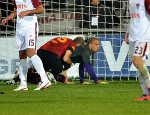 Felipe Melo defende pênalti pelo Galatasaray (Foto: Divulgação / Site Oficial do Galatasaray)