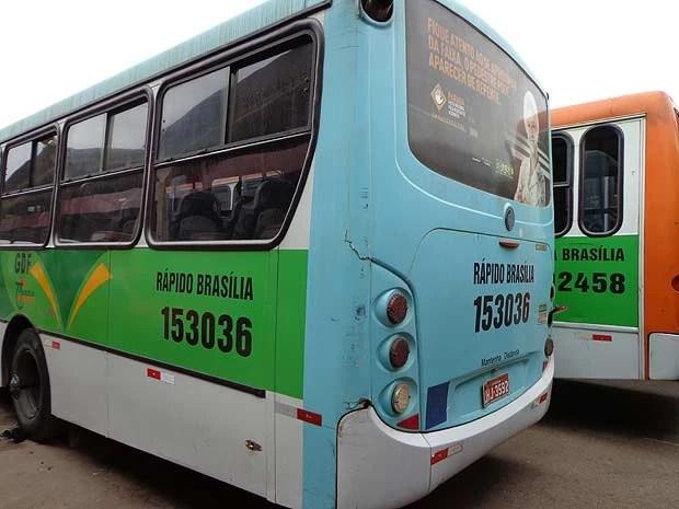 Ônibus do Grupo Amaral, que sofreu intervenção do GFF, em garagem da empresa, em Brasília (Foto: G1/reprodução)