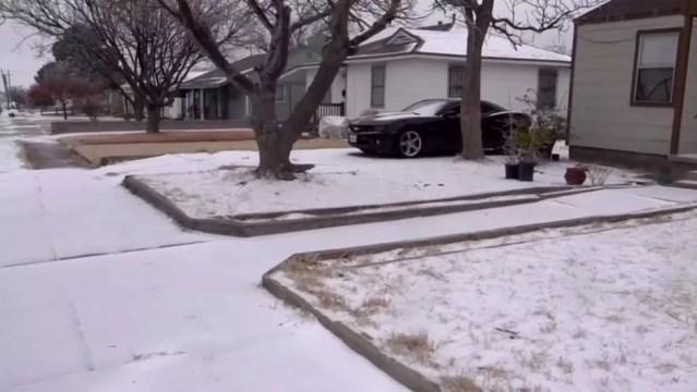 Frio é o mais intenso em 30 anos - ou em mais de um século, em algumas cidades; acima, cena em Odessa, Texas — Foto: Reuters por BBC