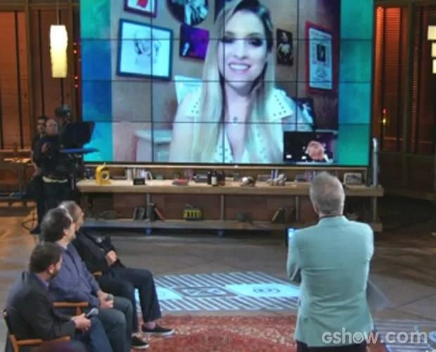 Clara Aguilar conversa pela web com Pedro Bial (Foto: Na Moral / TV Globo)