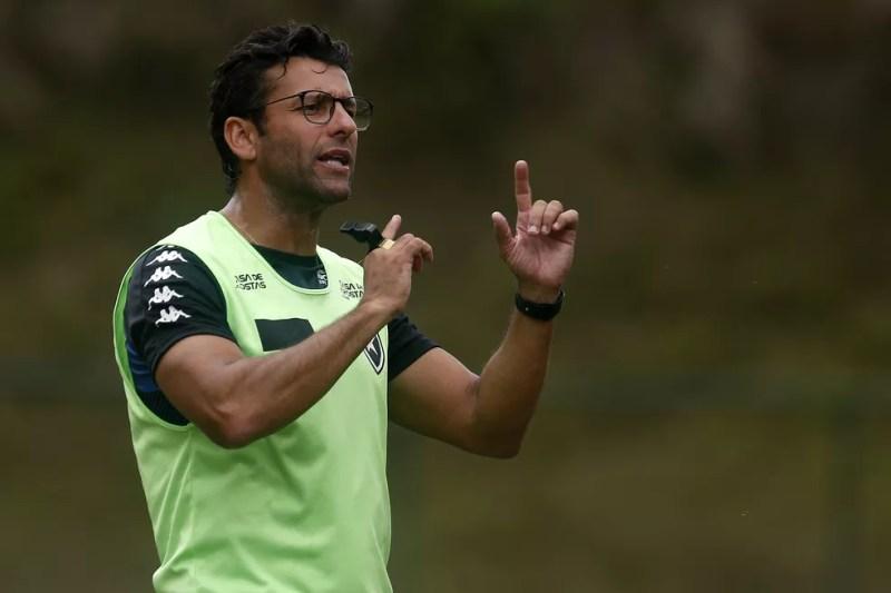 Valentim dá pistas da formação do Botafogo — Foto: Vitor Silva/Botafogo