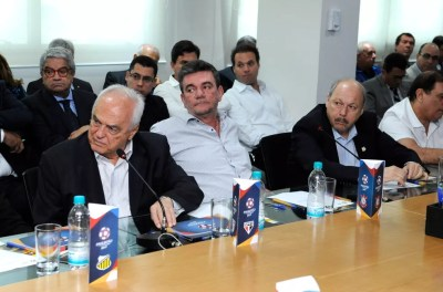 Presidentes Leco (esq) e José Carlos Peres (dir), de São Paulo e Santos, têm boa relação — Foto: Rodrigo Corsi/FPF