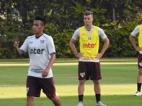 Cueva e Lucas Fernandes deverão ser mantidos na equipe no final de semana (Foto: Marcelo Hazan)